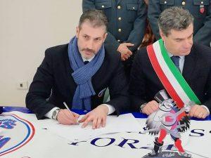 Firma Gemellaggio: Gianluca Guerrisi con il Sindaco di Fano Massimo Seri