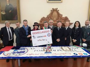 Firma Gemellaggio, da sinistra: Roberto Frizzi, Gianluca Guerrisi, Maria Flora Giammarioli, Massimo Seri, Stefano Marchegiani, Fausto Zilli, Danilo Melandr