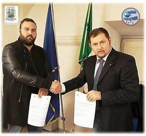 La firma del protocollo d'intesa tra l'Associazione ARGOS Forze di Polizia e la Pro Loco di Fonte Nuova, nella foto da sinistra Giampiero Vallati e Fausto Zilli