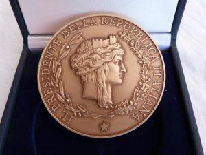 La Medaglia di Rappresentanza del Presidente della Repubblica concessa all'Associazione ARGOS Forze di Polizia