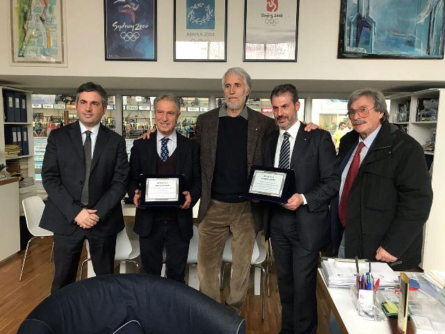Il Presidente del CONI Giovanni Malagò e il Direttore di Retesole dr Marco Finelli premiano Gianluca Guerrisi