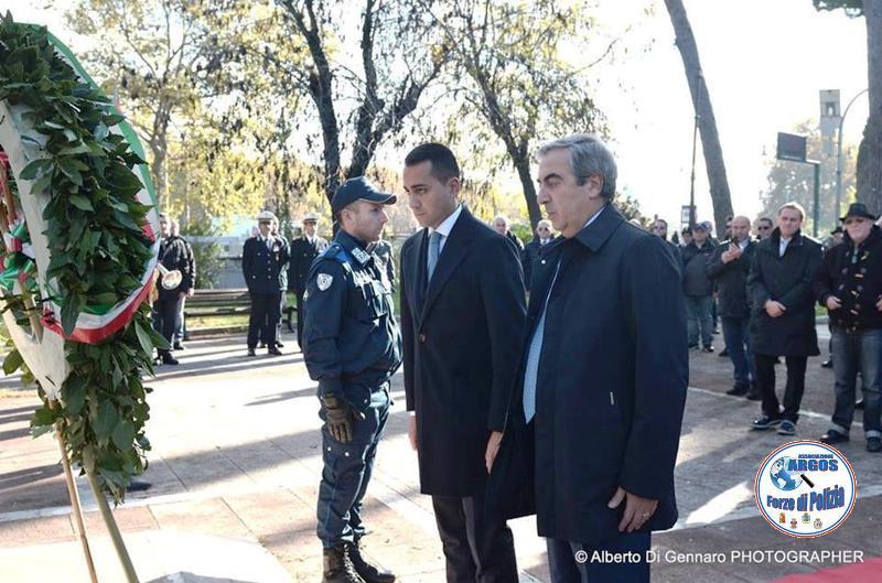 L'Abbraccio Monumento Caduti - ARGOS Forze di POLIZIA Il saluto delle autorità istituzionali