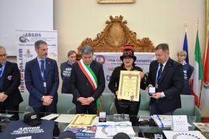Fano, 24 febbraio 2019, Sala della Concordia del Comune, il Presidente del Carnevale di Fano Maria Flora Giammarioli riceve il titolo di Ambasciatore delle Buone Azioni