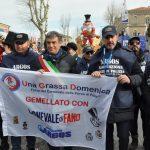 FANO - Pesaro Urbino - Marche. La delegazione ARGOS Associazione Forze di Polizia al Gemellaggio Una Grassa Domenica e Carnevale di Fano con il Sindaco Massimo SERI