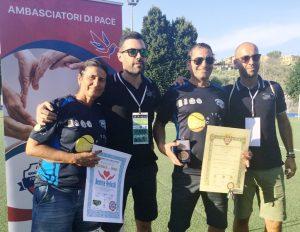 Beatrice Verlicchi e Paolo Dell'Aquila con lo staff ACE TOUR durante la premiazione allo Stadio Comunale di Fonte Nuova Mammoliti Tor Lupara