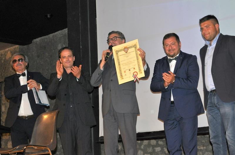 La consegna del decreto di Ambasciatore delle Buone Azioni alla presenza in foto da sinistra: Roberto Frizzi, Danilo Murzilli, Fausto Zilli e il Sindaco di Trasacco Cesidio Lobene