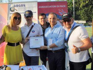Tor Lupara (RM): il Segretario Generale delle PGS (Polisportive Giovanili Salesiane) Antonello Assogna consegna il Premio all'Associazione ARGOS Forze di POLIZIA