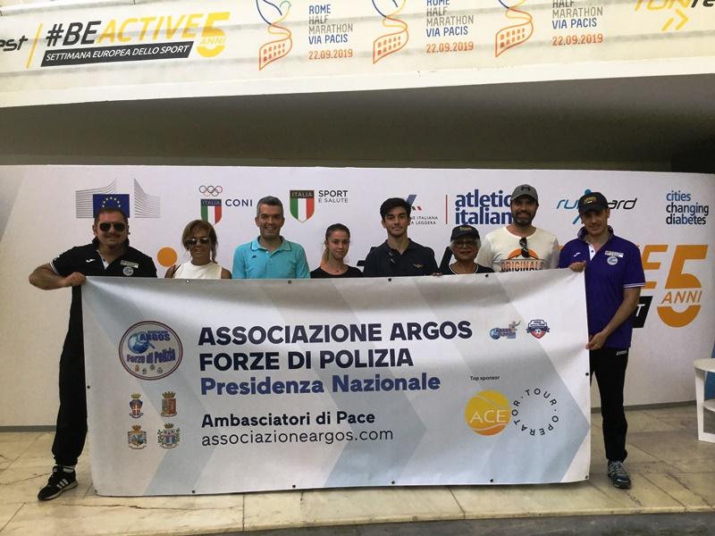 La delegazione dell'Associazione ARGOS Forze di POLIZIA al ritiro del kit gara presso il Villaggio Sportivo al Foro Italico