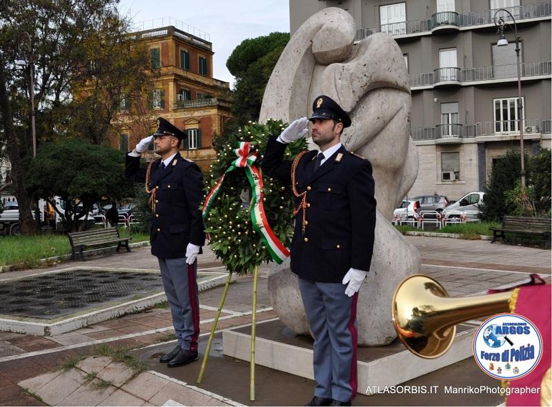 Monumento Caduti Forze dell'Ordine - L'Abbraccio -
