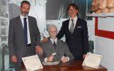 Statua Prof Salvatore OTTOLENGHI - Museo delle Cere ROMA. Nella foto il dr Gianluca GUERRISI con il Direttore del Museo delle CERE Fernando CANINI
