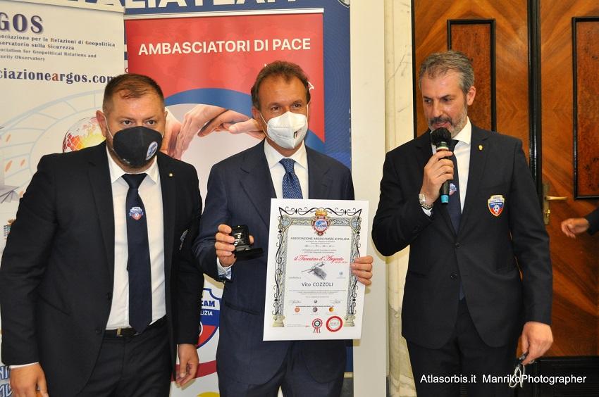Premio Taccuino d'Argento 2021: da sinistra nella foto il dr Fausto ZILLI, l'Avv. Vito COZZOLI e il dr Gianluca GUERRISI
